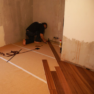 Laying of a parquet board