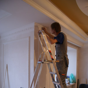 Installation of polyurethane decors